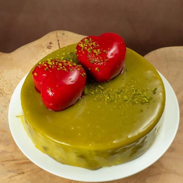 Торт Любовь фисташковый с клубникой