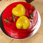 Торт Сердца творожный с клубникой