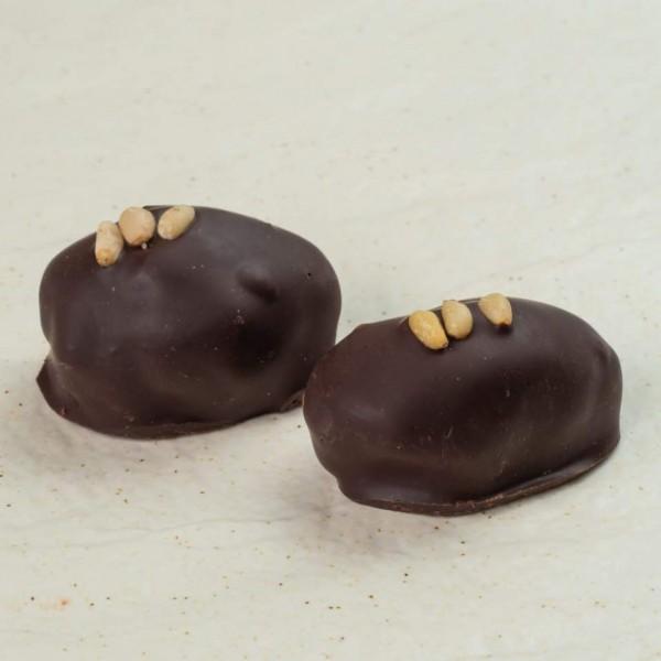 Финик сорта Сафави с кедровыми орехами