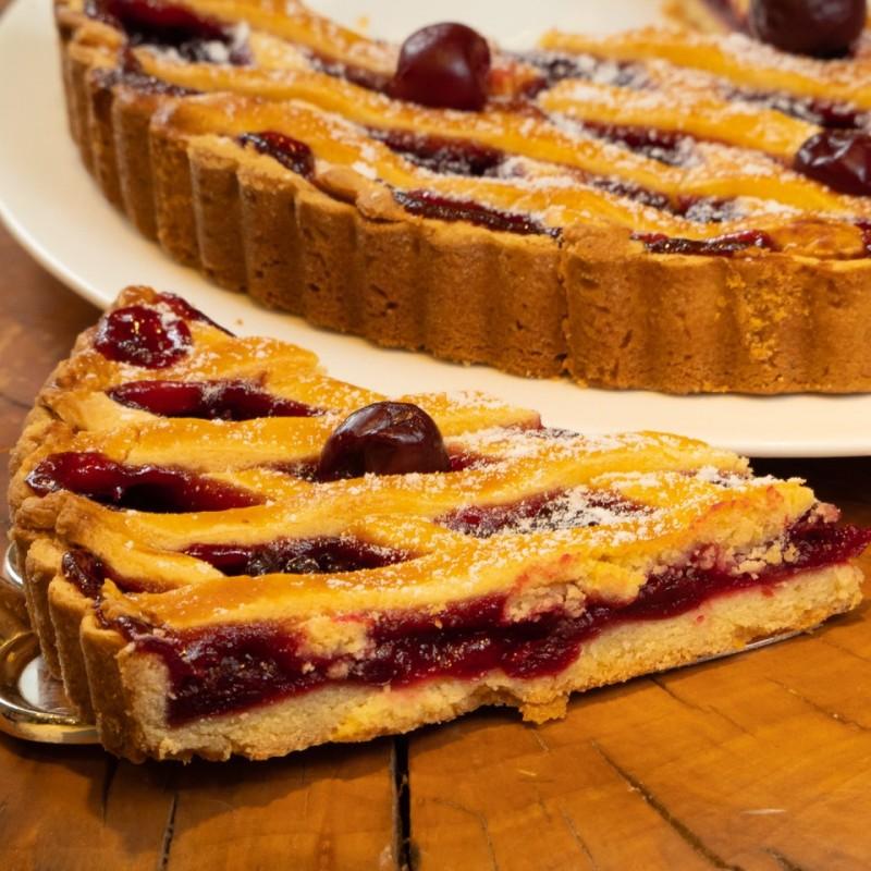 Открытый вишневый пирог из песочного теста фото