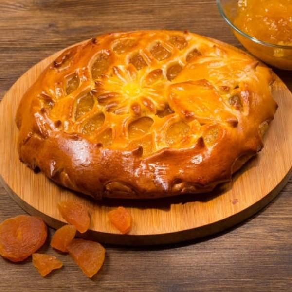 Пирог дрожжевой с абрикосом