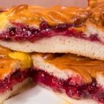 Пирог дрожжевой с малиной