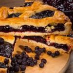 Пирог песочный из чёрной смородины