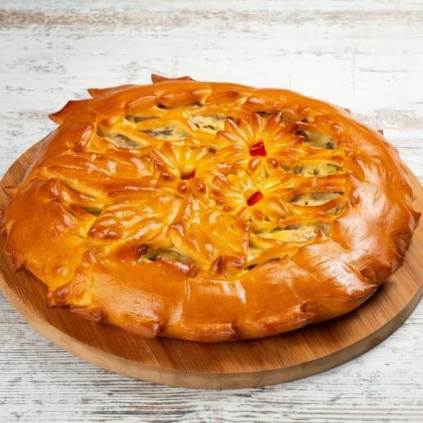 Пирог дрожжевой с картофелем, грибами и красным луком