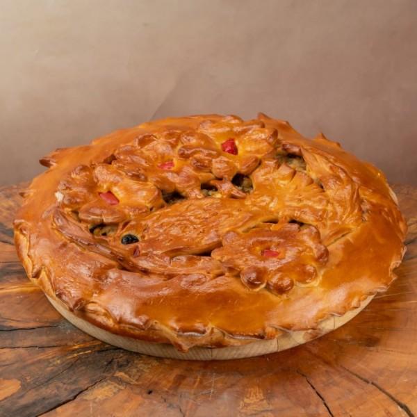 Пирог дрожжевой с палтусом и красным луком