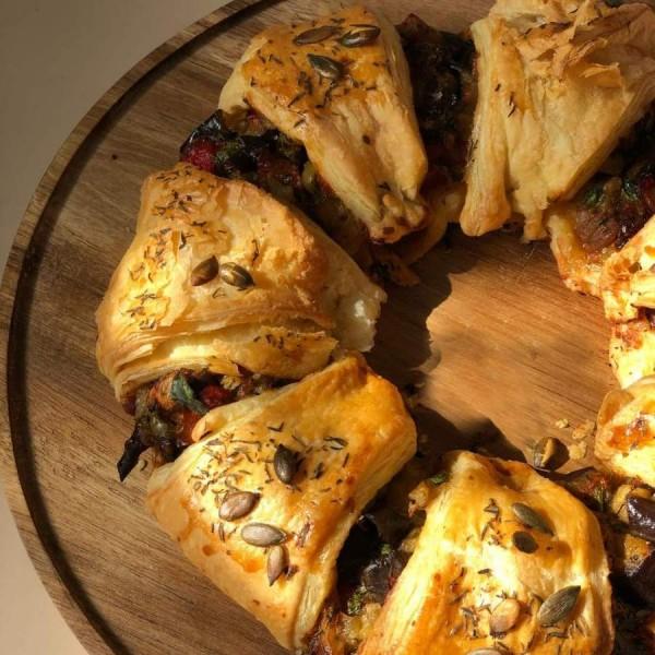 Пирог слоёный Средиземноморский с овощами