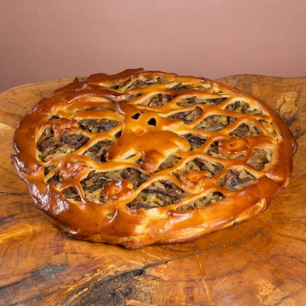 Пирог дрожжевой с языком и грибами