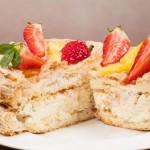 Торт Монако с клубникой и ананасом