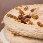Торт с грецкими  орехами, инжиром и финиками