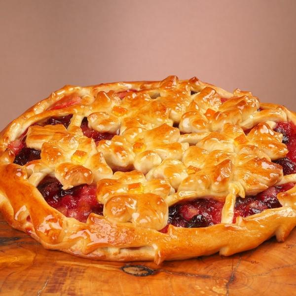 Пирог дрожжевой с яблоком и вишней