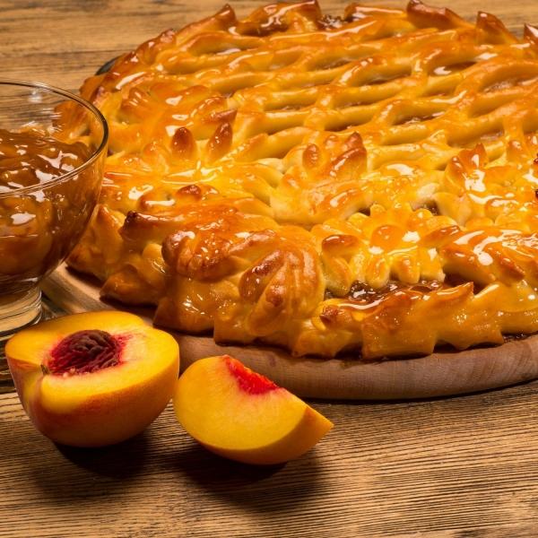 Пирог дрожжевой с персиком
