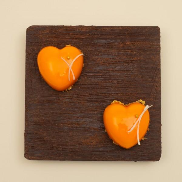 Пирожное сердечко с манго
