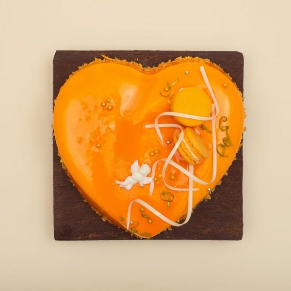 Торт Большое сердце с манго